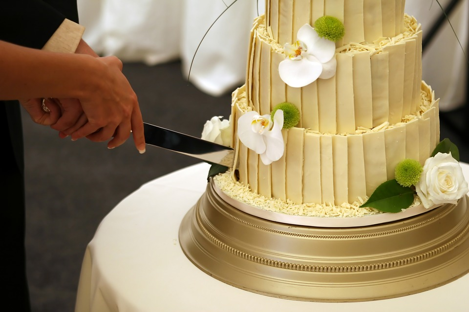 5 Sneaky Ways to Save Money on Your Wedding Cake – News Edges